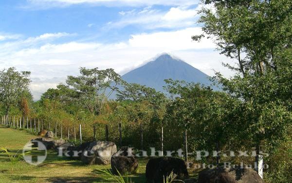 Puerto Quetzal - Vulkan voraus