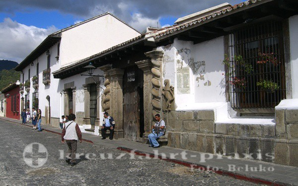 Puerto Quetzal - Straße in Antigua