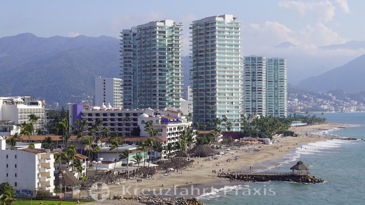 Puerto Vallarta with the Zona Hotelera