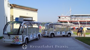 Shuttlebusse am Kreuzfahrt-Terminal von Puerto Vallarta