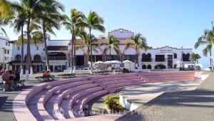 Puerto Vallarta - El Malecón - Armphitheater los Arcos und Museo Naval
