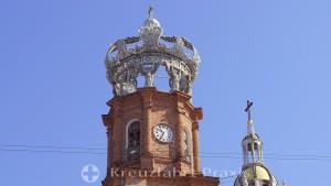 Die Turmkrone der Parroquia de Nuestra Señora de Guadalupe