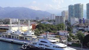Blick auf das Kreuzfahrt-Terminal und die Hotelzone von Puerto Vallarta