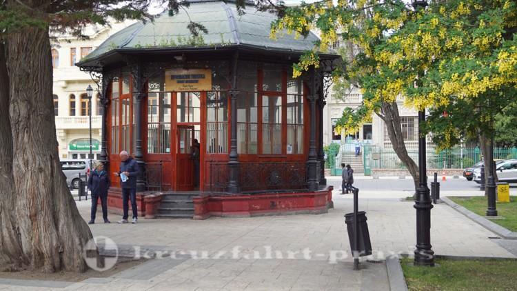 Kiosk der Touristeninformation auf der Plaza de Armas