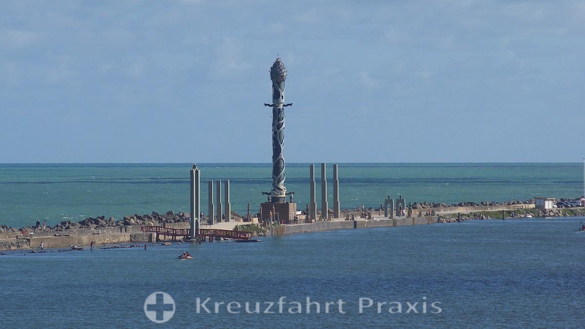 Recife - the Torre de cristal in the Parque de Esculturas