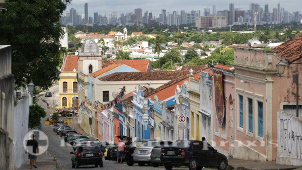 Olinda - dahinter die Hochhäuser von Recife