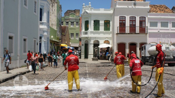 Recife - Putzkolonne auf dem Patio de Sao Pedro
