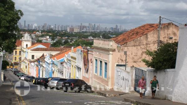 Recife - Olinda, dahinter die Hochhäuser von Recife