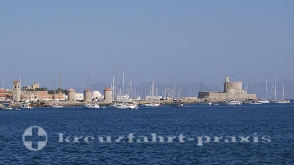 Rhodos Hafen Madraki mit Festung Agios Nikolaos