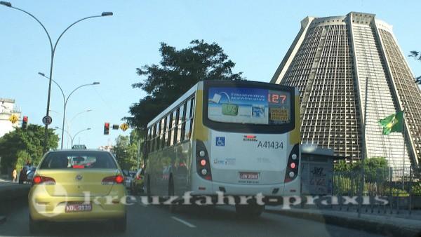 Rio de Janeiro - Busse und Taxen sind geeignete Verkehrsmittel