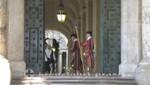 Petersdom - Das Empfangskomitee der Schweizer Garde
