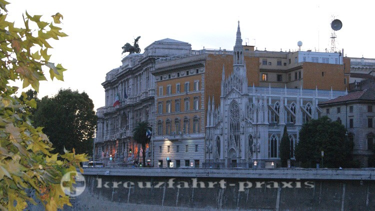 Justizpalast und die Kirche Sacro Cuore del Suffrago