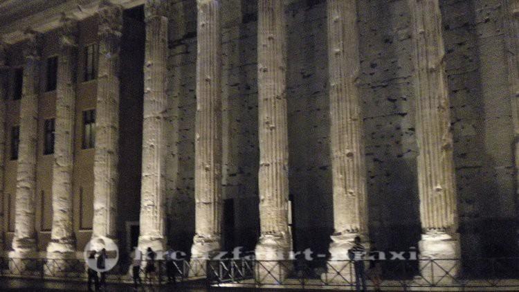 Die Säulen des Hadrianstempels