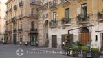 Salerno - Piazza Gioia Flavio mit der Porta Nova