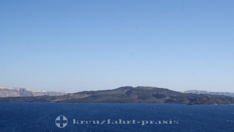Santorin - The caldera with the island of Thirasia