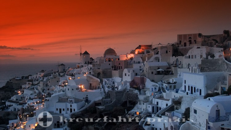 Santorini - sunset in Oia