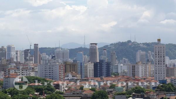 Santos -Hochhauskulisse vor dem Monte Serrat