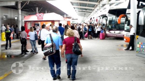 Santos - Wartende Busse am Cruise Terminal