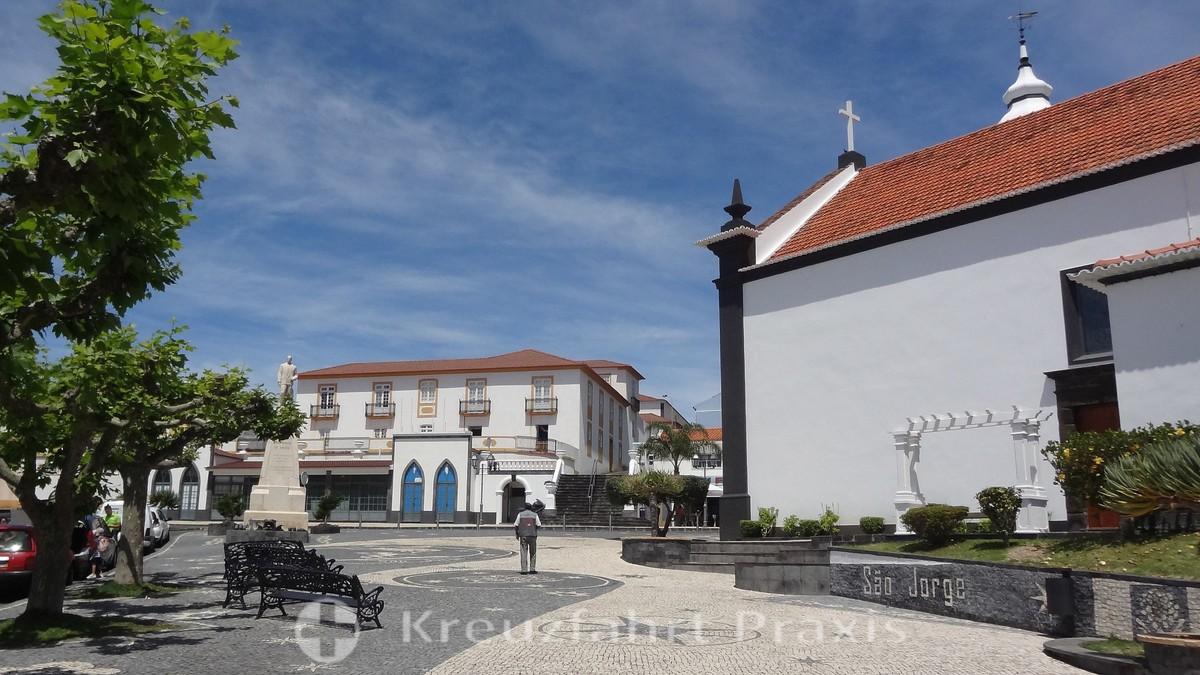 Velas - church square