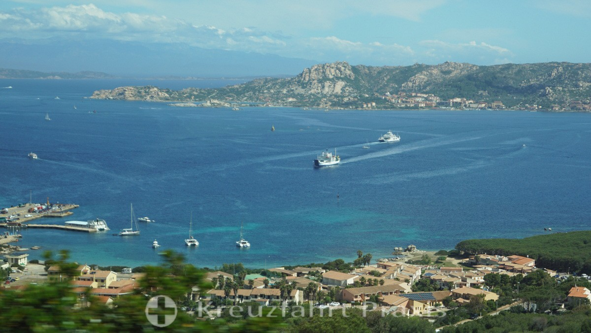 Blick auf Palau und La Maddalena