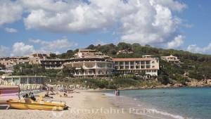 Strandabschnitt in Baia Sardinia