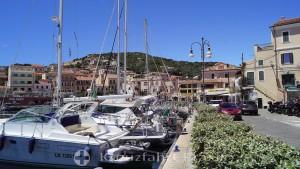 Der Sportboothafen von La Maddalena