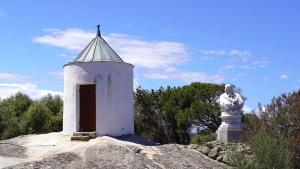 Insel Caprera - Garibaldi-Museum - Windmühle und Garibaldi-Büste