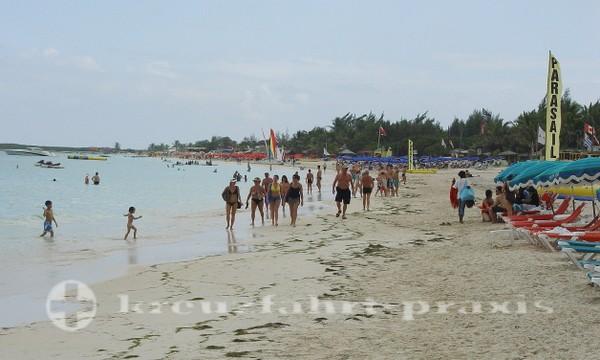 Sint Maarten - Bikini Beach