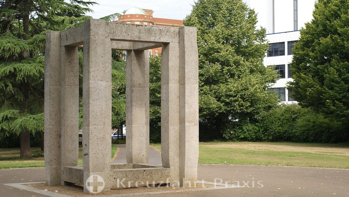 Southampton - West Park - Sculpture Enclosure