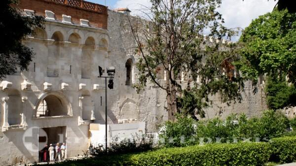 Split - Stadtmauer mit dem Goldenen Tor