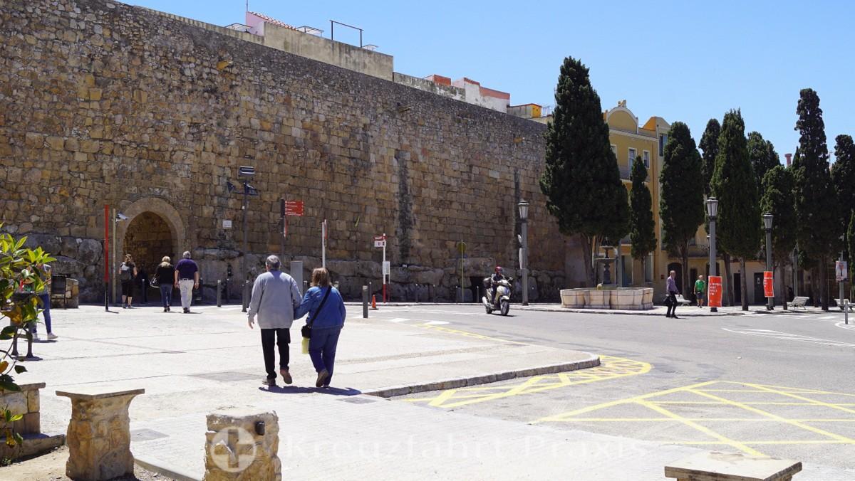Die römische Stadtmauer mit dem Portal de Sant Antoni