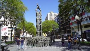 Rambla Nova mit dem Monument als Castellers