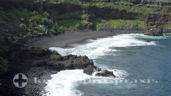 Teneriffa - Badebucht mit Lavastrand