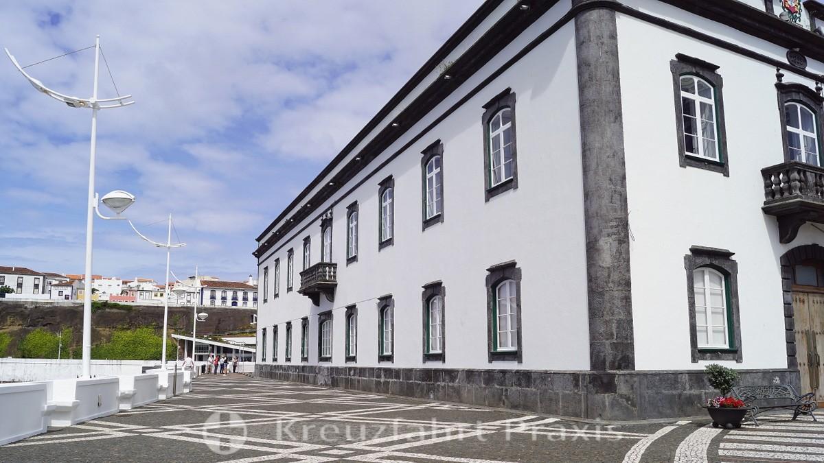 Pátio da Alfândega with the main customs office