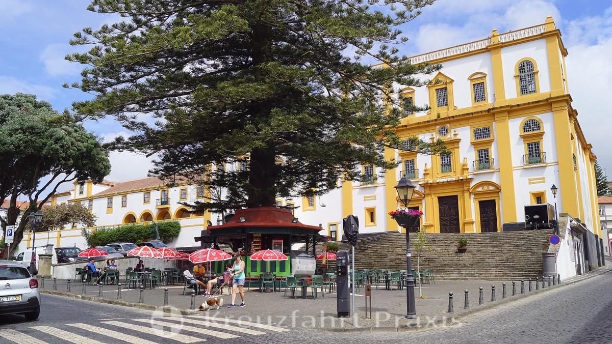 Largo Prior do Crato - Igreja de Nossa Senhora do Carmo