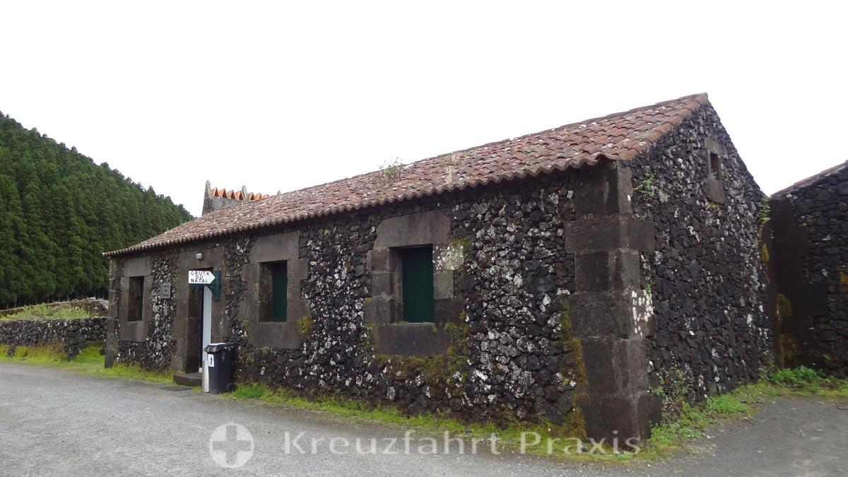 Terceira - entrance to the Gruta do Natal