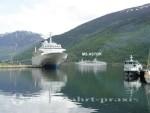 Flåm - Am Fjord warten die Schiffe