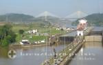 Panamakanal Passage - Pedro Miguelschleuse mit der Centennial Brücke