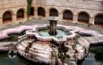 Puerto Quetzal -Brunnen im Innenhof des Klosters la Merced