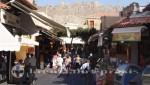 Rhodos Gasse mit Touristen