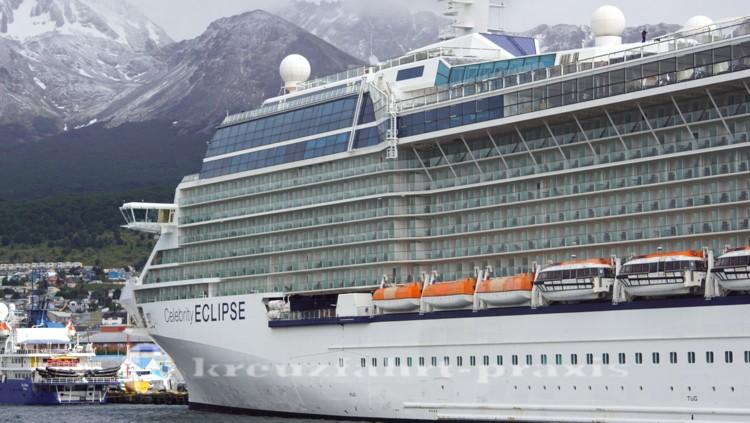 Celebrity Eclipse unter Gletschern
