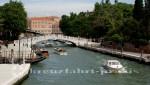 Eine der vielen Brücken Venedigs