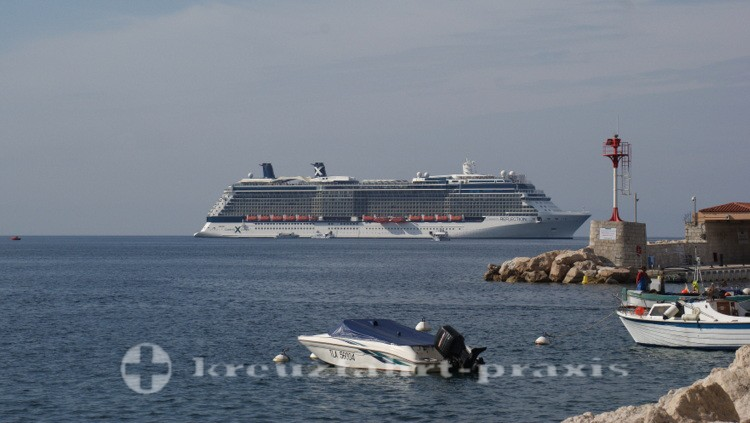 Celebrity Reflection auf Reede vor Villefranche-sur-Mer