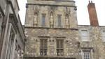Winchester College - Nische mit Statuen