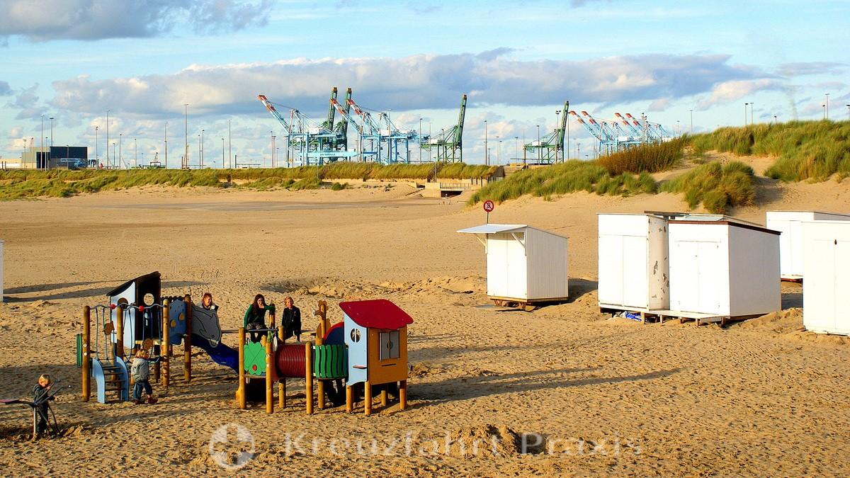 Zeebrugge - beach life and harbor cranes